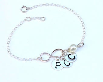 Sterling silver infinty bracelet. Mother bracelet, sister bracelet. Best friend bracelet.