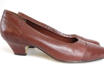 80s Brown Tooled Leather Pumps, Etched Leather Pumps Low Heel Slip On, Connie Selleca, Made in Brazil, Size 5 1/2 m