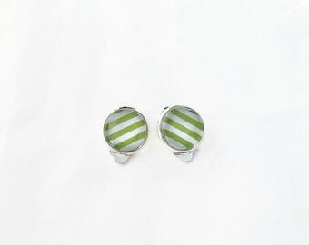 Non pierced ears, earrings a clamp, Green Apple and white lines, cabochon 12 mm, points, done in Quebec. Spring