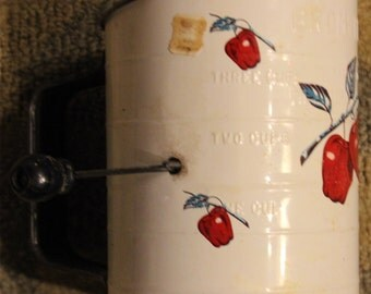 Vintage 20th Century 3-Cup Capacity Bromwell's Flour Sifter w/ Apple-Themed Motif