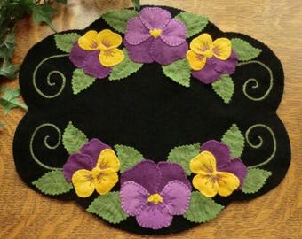 PANSY BEAUTY Wool Applique Cath Penny Rug Candle Mat    Pattern only
