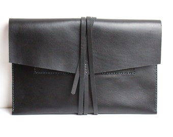 "Envelope MacBook Pro 13"" leather case with monogram personalization. Made of full grain vegetable tanned black leather"