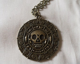Pirates of Caribbean, Necklace medallion aztec.