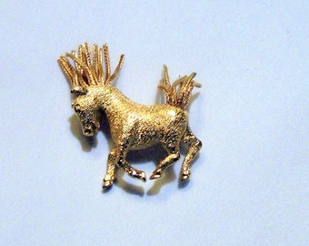 Jeanne Horse Brooch Gold Tone Metal Horse Brooch with Movable Mesh Frnge Mane and Tail