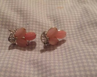 Lisner vintage silvertone screwback earrings. Pastel pink bakelite.
