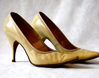DeLiso Deb's Heels - Size 6