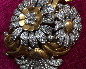 Vintage Trifari Gold Toned and Rhinestone Studded Flower Cluster Brooch Costume Jewelry
