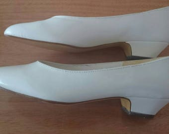 Original Vintage White Leather  Low Heel Shoes by Shico - UK Size 2.5 to 3.