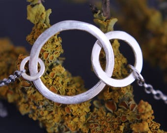 Infinity necklace.Interlocking circle necklace.