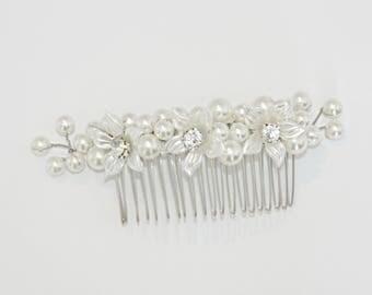 Pearl flower rhinestone hair comb