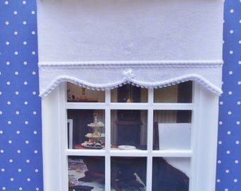 1:12 Miniature doll house 12th scale window dressing Roller blind ivory vine pattern with a white trim 11cm wide