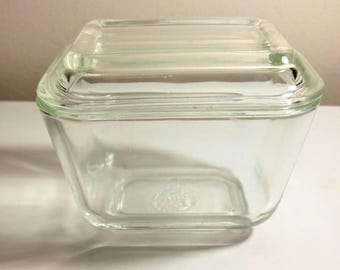 Pyrex 501 clear fridgie with lid