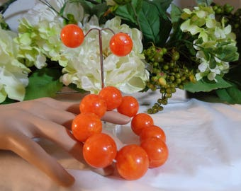 1960s Orange Sherbet Large Lucite Beads Stretch Expansion Bracelet Matching Clip on Earrings