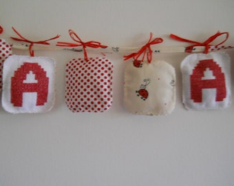Garland or Crown in fabric with embroidered name by birth, baby or girl.