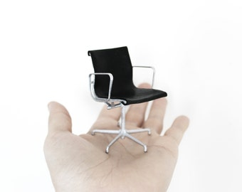 Eames MGMT desk chair