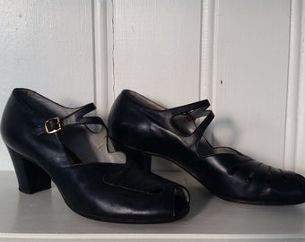 SALE! Fascinatin' Rhythm • 1930s Navy Blue Two-Strap Mary Janes • Size 10