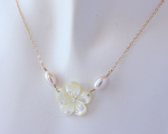 Plumeria Pearl Necklace, Frangipani Pearl Necklace, Hawaiian Necklace, Beach Wedding Plumeria Necklace, Gifts for Her, Bridesmaid Gifts