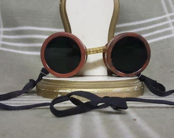 Vintage STEAMPUNK GOGGLES. Motorcycle. Aviation. GREEN Lenses. Costume. Cool. Lightning Sides