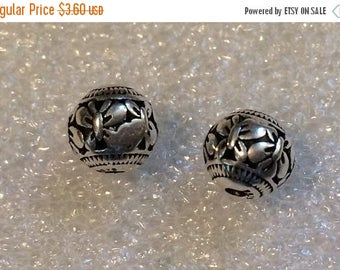 20% OFF SALE Thai .925 Sterling Silver 8mm Round Carved Butterfly Focal Bead #833 - (1)