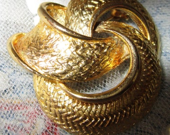 """vintage goldtone patterned 3 circle brooch heavy 2"""" x 1.75 in excellent condition"""