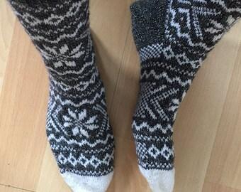 Norwegian woolen Socks // Wollen Sokken met Noors sterpatroon, tweekleurig