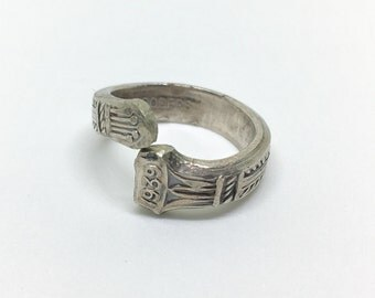 "Vintage ""1939"" WMA Rogers Silver Spoon Ring - Size 5.5"