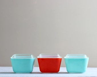 Pyrex Turquoise Aqua and Red Refrigerator Dishes Fridgie Primary Color Set 501 B Leftovers Tupperware Food Storage Collection