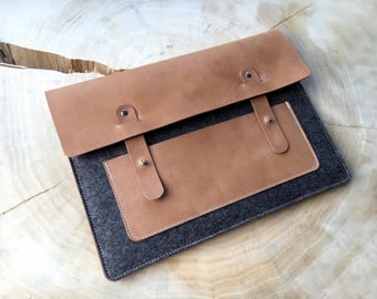 Cover of wool felt & leather for a MacBook 13 ""