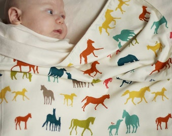 Horse Baby Blanket in Organic Cotton and Flannel, Modern Baby Shower Gift for Girls or Boys, Gift for Horse Lover, Horse Theme Nursery