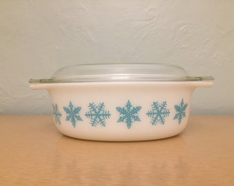 15% SALE *** Pyrex Turquoise Snowflakes on White Oval Decorator Casserole Dish  #043, 1.5 qt.