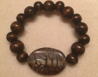 Wood and agate bead bracelet on stretch cord.