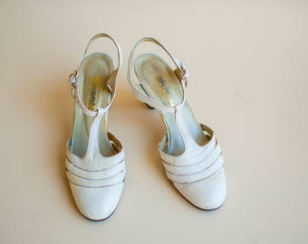 Vintage women's shoes, sandals white leather Wedding shoes 1940s style German shoes