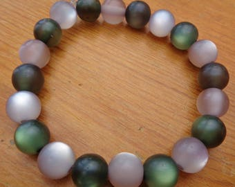 White and green frosted bead bracelet