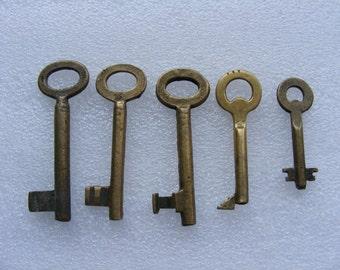 Lot 5 old vintage brass antique skeleton keys all are brass