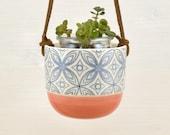 Jardinière suspendue à cactus - Couleur corail - Étoiles bleues