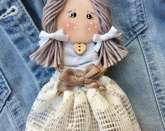Doll doll doll pin-pin