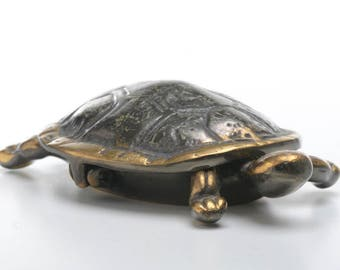 Ancient brass turtle ashtray, vintage jewelry tray, brass turtle valet, jewelry desk holder,nighstand accessory,ring display, valet box