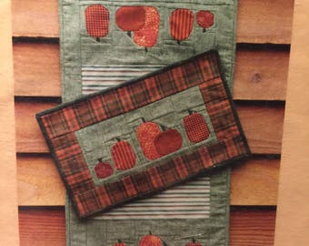 MH Designs HARVEST TIME paper piecing pumpkin mini quilt / table runner