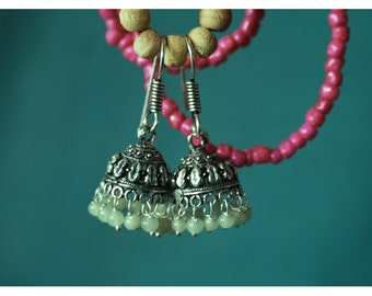 Nata, earrings with oriental charm