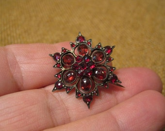 Remarkable Antique Victorian Gold Bohemian Garnet Flower Brooch.