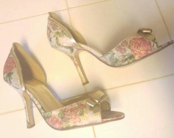 SALE! ...Vintage Blu Floral Gold Brocade Peep Toe Pumps with 3.5-4 inch Heels US-7