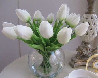 Real touch flower Arrangement centerpiece-real touch white tulips  in Glass Vase with Faux Water