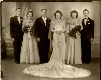 Vintage Wedding Photo / 1930's Photograph / Group Wedding / Black and White Picture