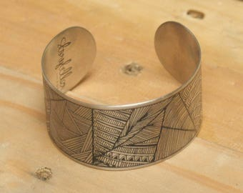 The World of Wonder - Bracelet, Illustration bracelet, cuff, etching, stainless steel, decorative illustration, women, feminine