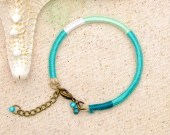 Kelly green thread bracelet . green embroidery floss bracelet . mint green bracelet . kelly green friendship bracelet . teal green beachy