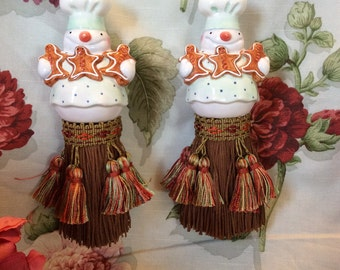Snowman salt shaker tassels