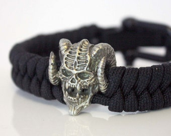 Paracord Bracelet, fashion,  tactical, lanyard,  awesome, Paracord, jewelry, Bracelet, Paracord Links, skull, demon, daemon, handmade,