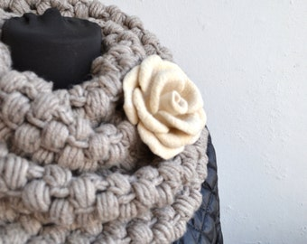 Ivory rose Felted brooch White  wedding brooch Minimalist jewelry Rose Brooch Colourful Brooch Floral jewelry Ivory rose pin Merino wool