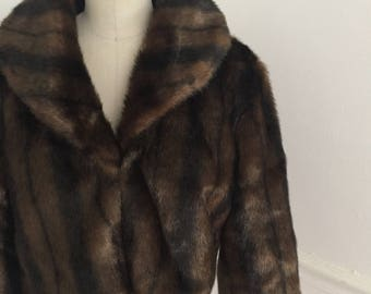 Vintage faux fur coat. Fur shrug. Fur wrap. Fur stole. Fakd fur jacket. Faux mink coat. Faux fur coat. Medium.