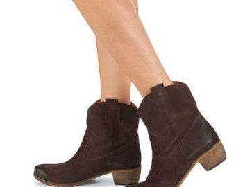 Ankle suede cowboy boots. Last 50% discount